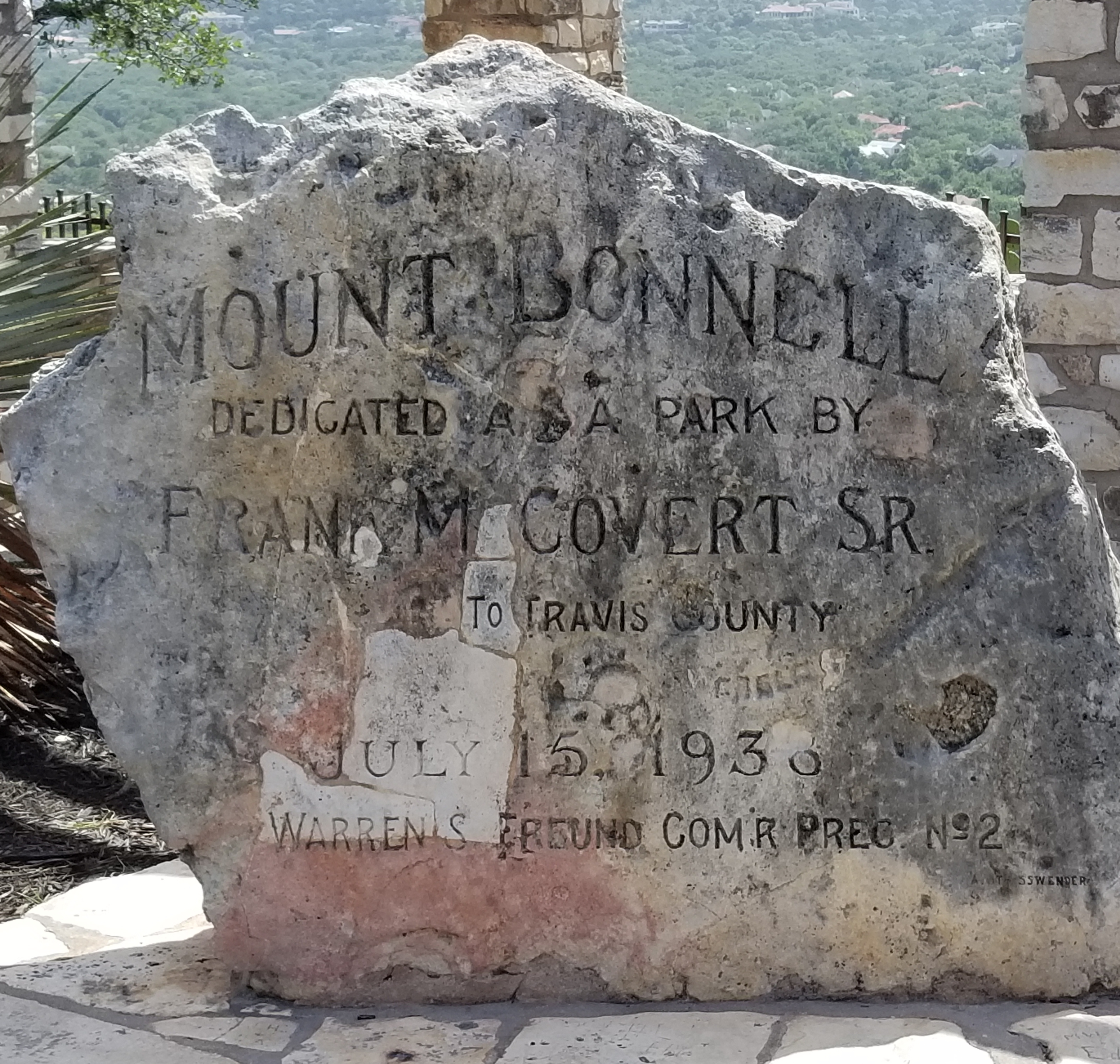 Mount-Bonnell-rock-sign