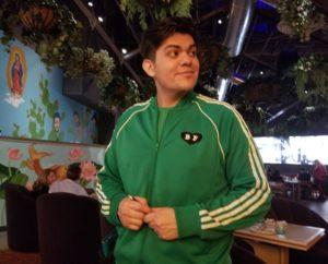 Best-Friend-Roy-Choi-waiter