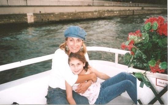 Jennifer-Coburn-and-daughter-in-Paris