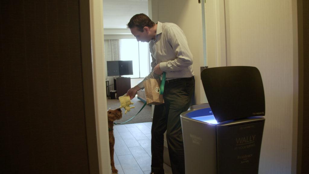 robot-room-service